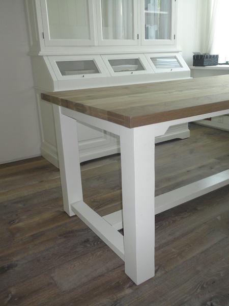Houten tafels afwerken met olie of lak